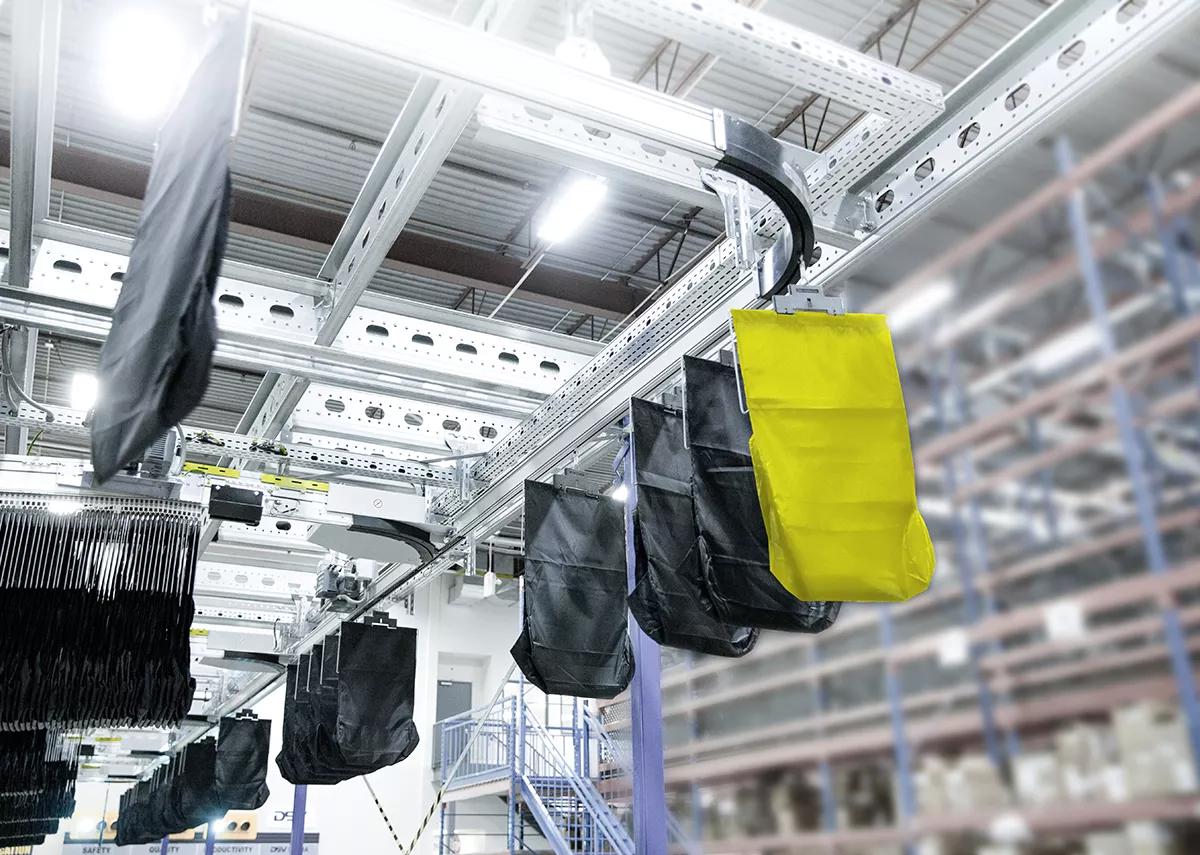 Flexible pouch sorter solution for e-commerce fulfillment